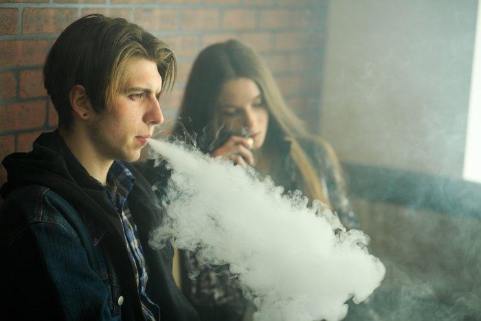Using vapor cigarettes